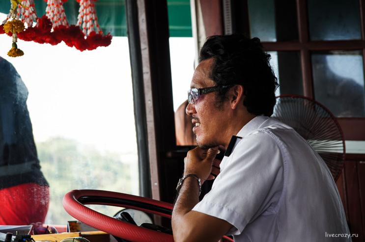 Капитан корабля на остров Ко Лан
